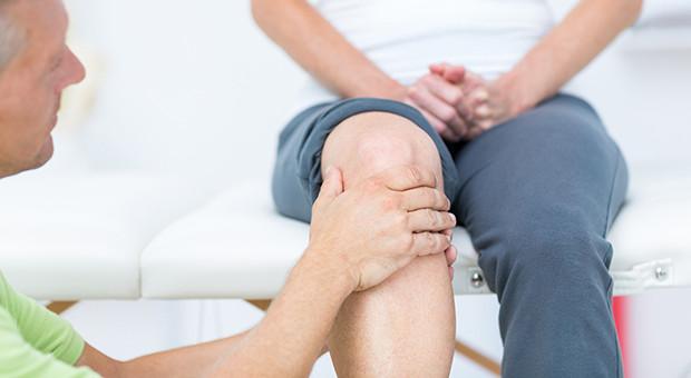 Bol u kolenu i pregled kolena