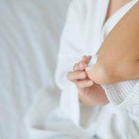 Kako da tretirate suvu kožu na laktovima